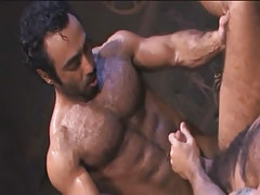 Bear Arabian homo drills hairy dilf in archeological dig