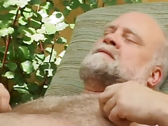 Hairy old fruit enjoys by blowjob outdoor